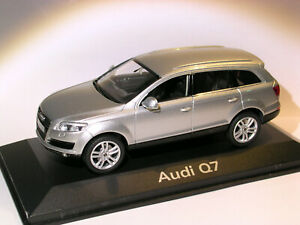 Audi-Q7-au-1-43-de-Schuco