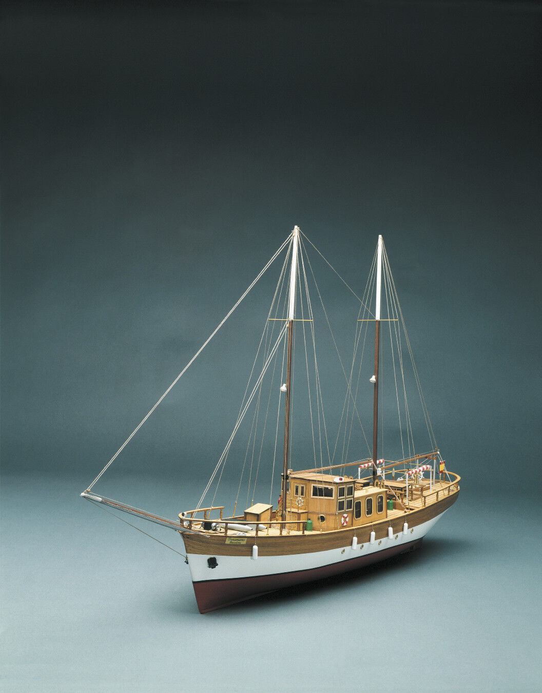 Mantua Models Tredamares Sailing Motor Yacht 1 43 Static Model Kit