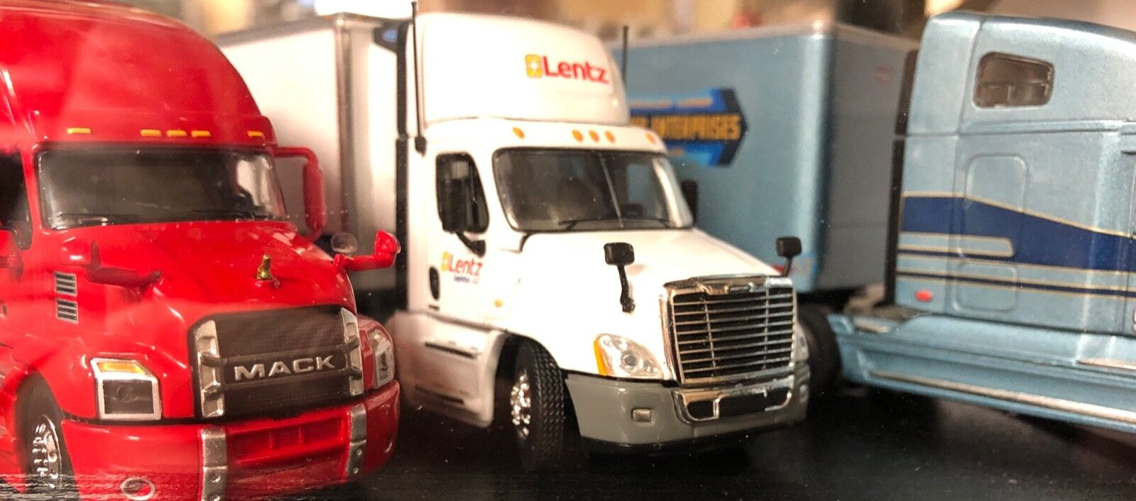 DCP 34071 Lentz Freightliner Cascadia Evolution Day Day Day Cab Tractor & 53 Reefer 1 64 9c26b3