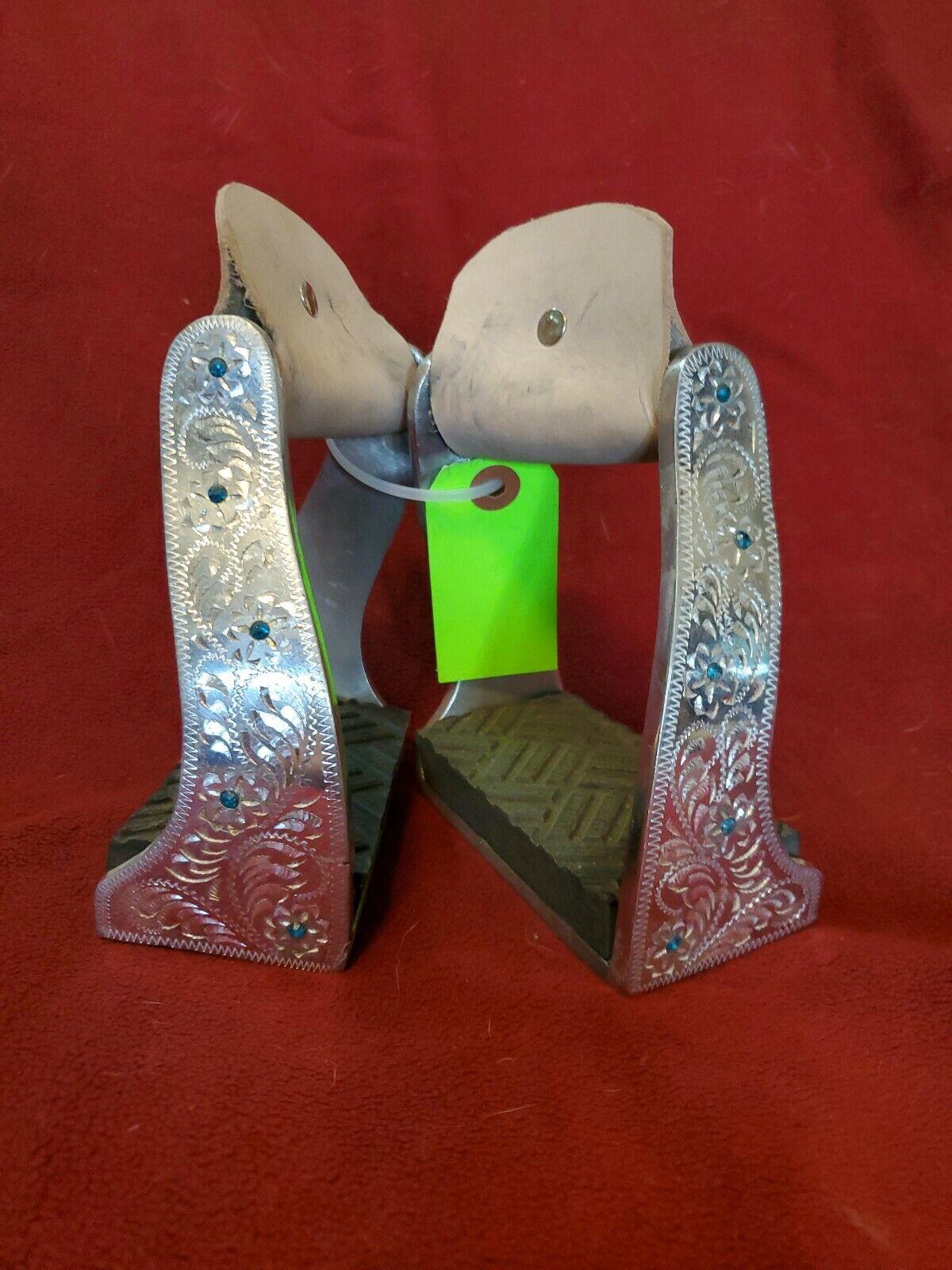 Engraved Aluminum STIRRUPS with blu Crystals   GORGEOUS 4 mostrare barrels enduranc