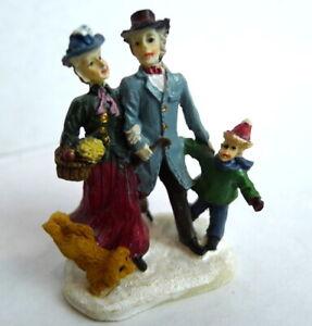 Grandeur-Noel-Train-Village-Family-of-Three-and-Dog-Christmas-2001