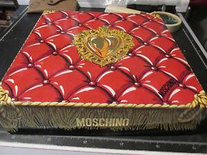 Boîte Moschino Carton Rigide de Collection Années 80 26x26 CM