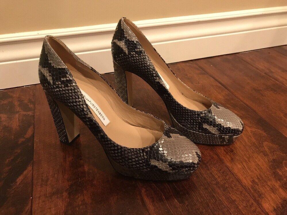 Diane Von Furstenberg Green Snakeskin Platform Heels, Size 6
