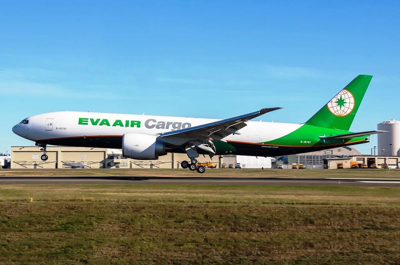 JC2039A 1/200 EVA Air Cargo BOEING 777-200  LH RH  B-16781 Flap verso il basso con supporto