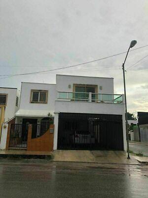 Casa en esquina, cerca de Plaza Galerías