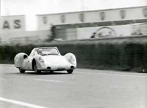 1963-Rover-Gas-Turbine-Graham-Hill-Richie-Ginther-Le-Mans-Race-Photo-2
