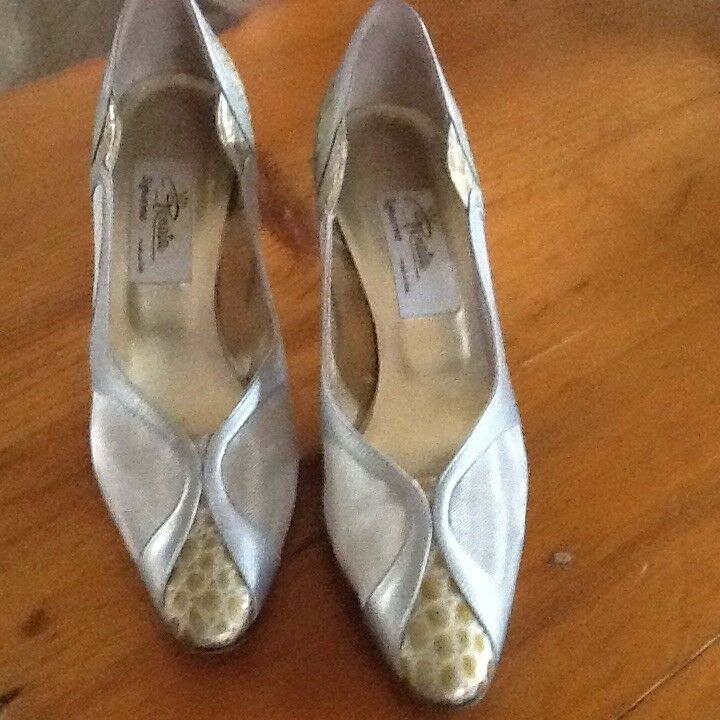 Stunning Renata Occasion shoes In Silver gold Size 6
