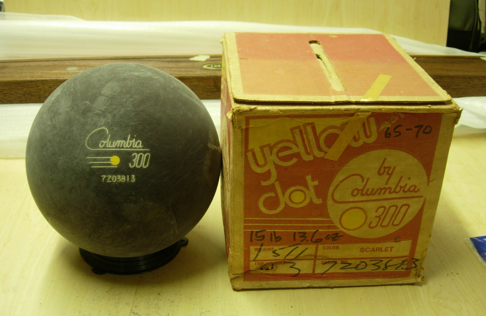 15oz Columbia YD San Antonio Texas Yellow Dot Bowling Ball 7Z03813 AS IS
