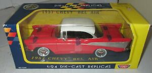Motor-Max-1-24-1957-Chevrolet-BelAir-Red-White-Diecast-NOS-Boxed-Bel-Air-73200