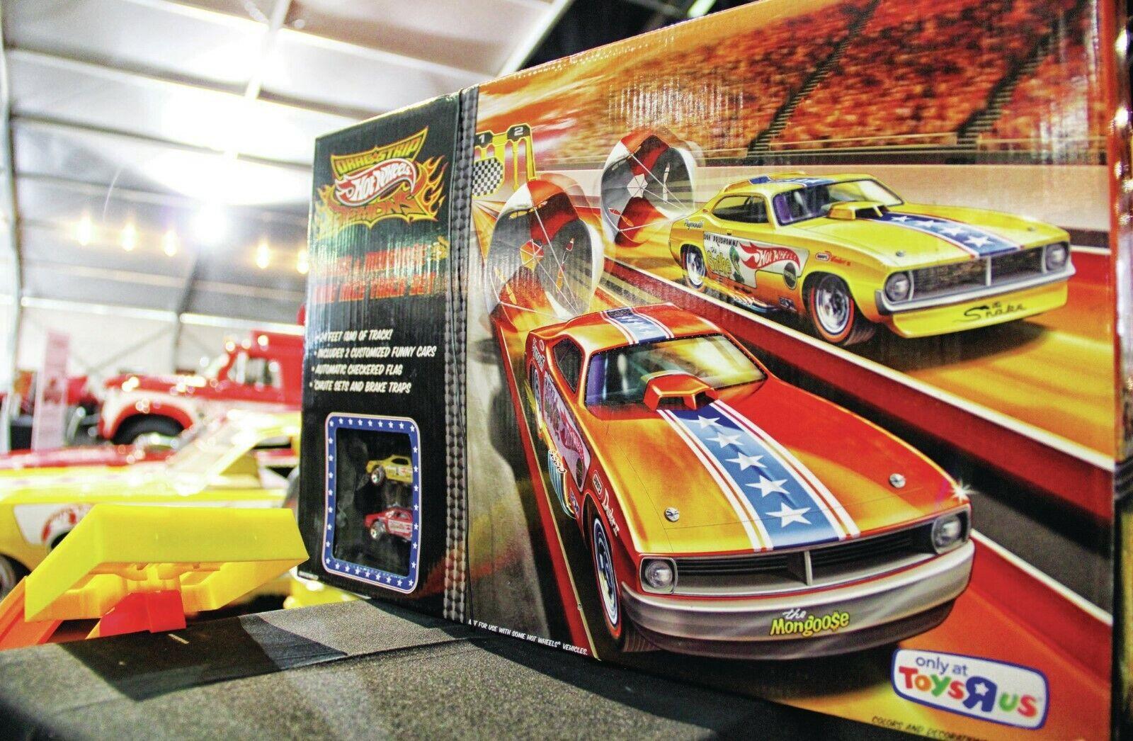 Hot Wheels Drag Race Track Set