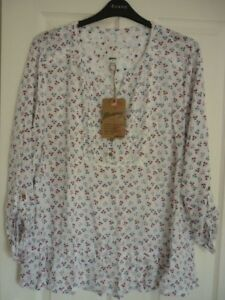 MANTARAY-WHITE-RED-BLUE-FLORAL-PEPLUM-HEM-TOP-UK-22-EUR-48-50-US-18-BNWT