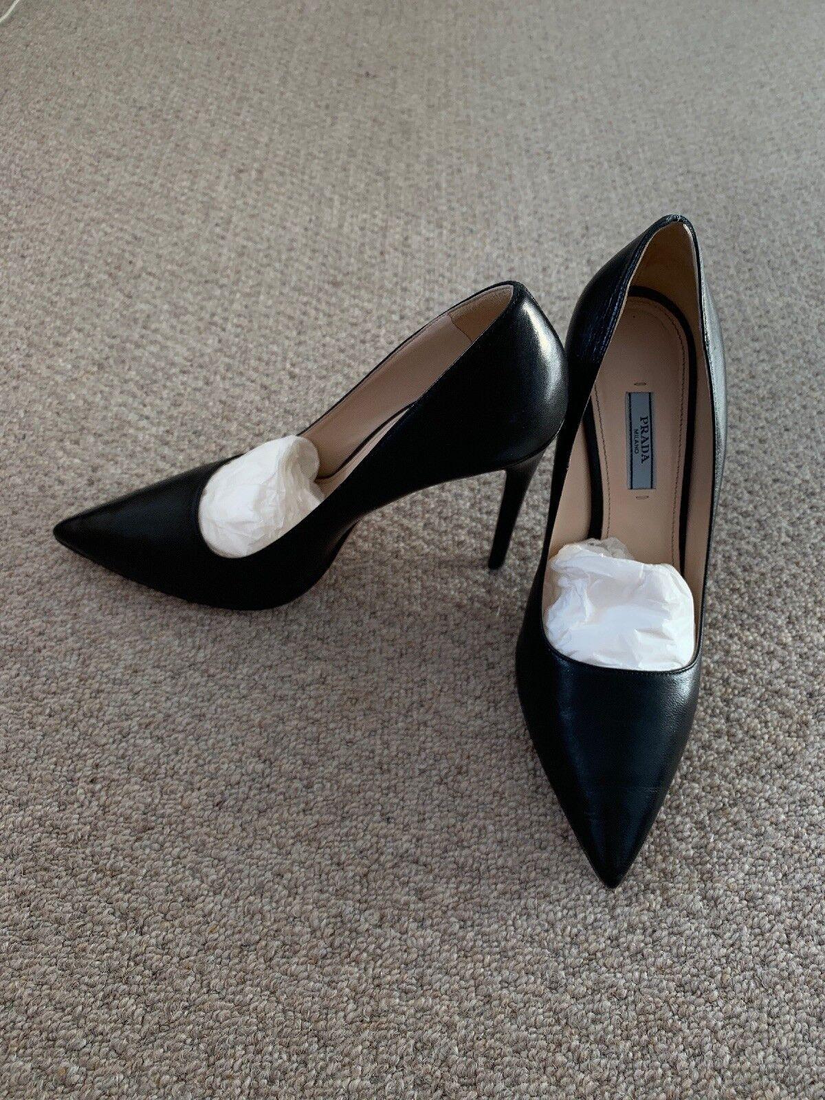 Gorgeous Prada Heels - Barely Worn