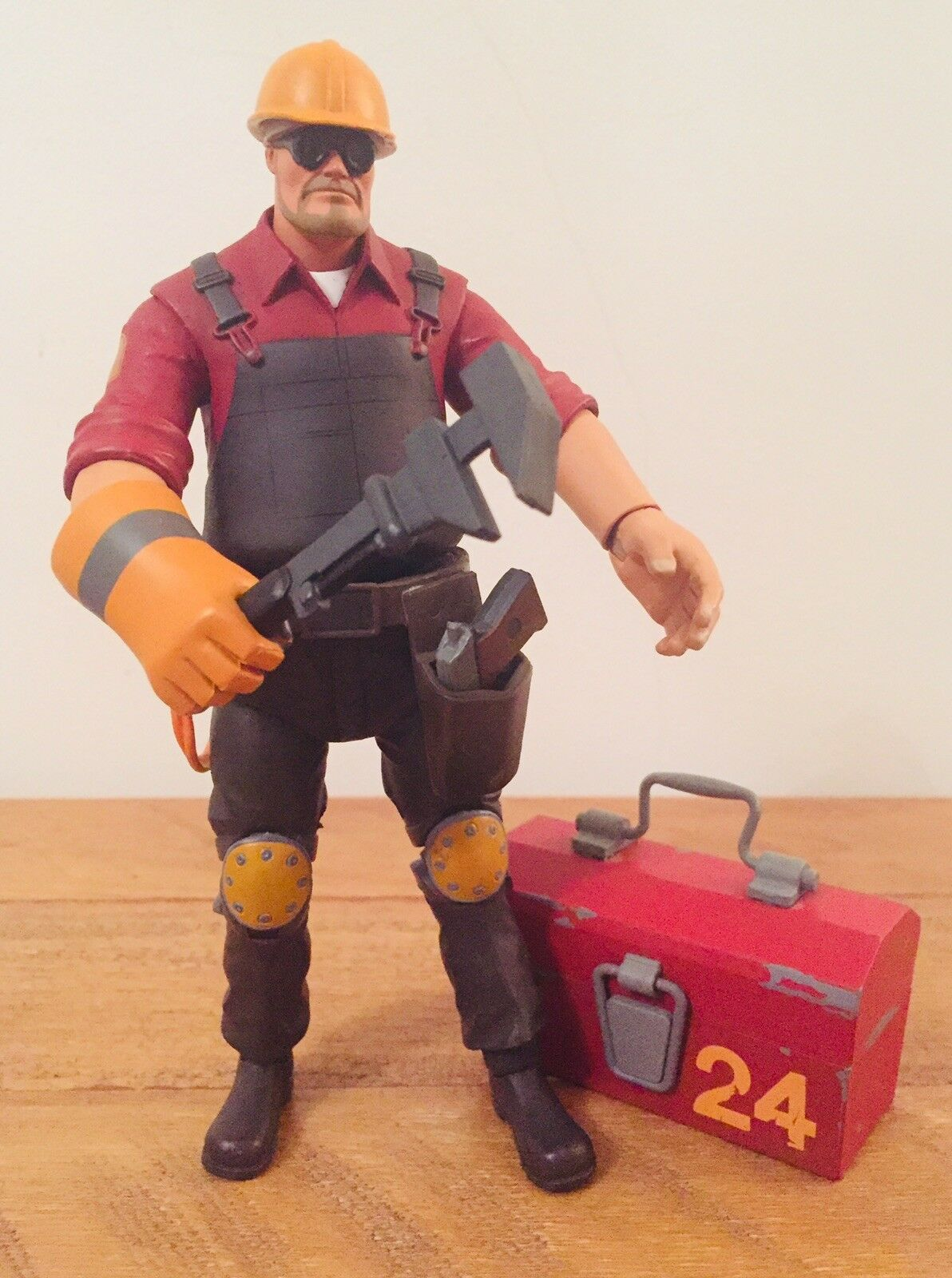 """RARE TEAM FORTRESS 2 THE ENGINEER RED 7"""" ACTION FIGURE 100% COMPLETE"""