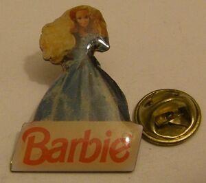 BARBIE-dress-2-doll-vintage-pin-badge