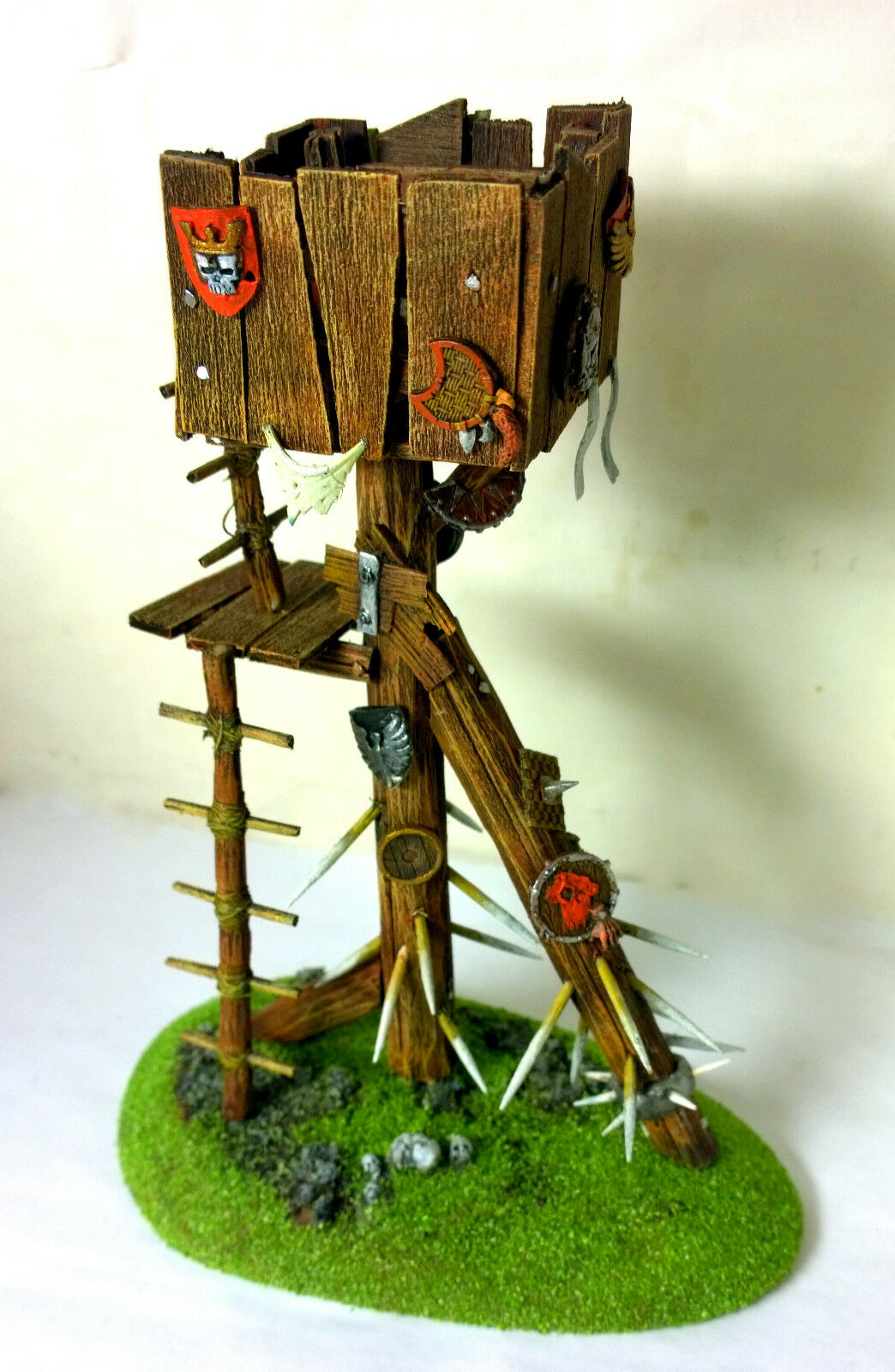 WARHAMMER ORCS AND GOBLINS SCENERY   regarder TOWER  PRO PAINTED  vente directe d'usine