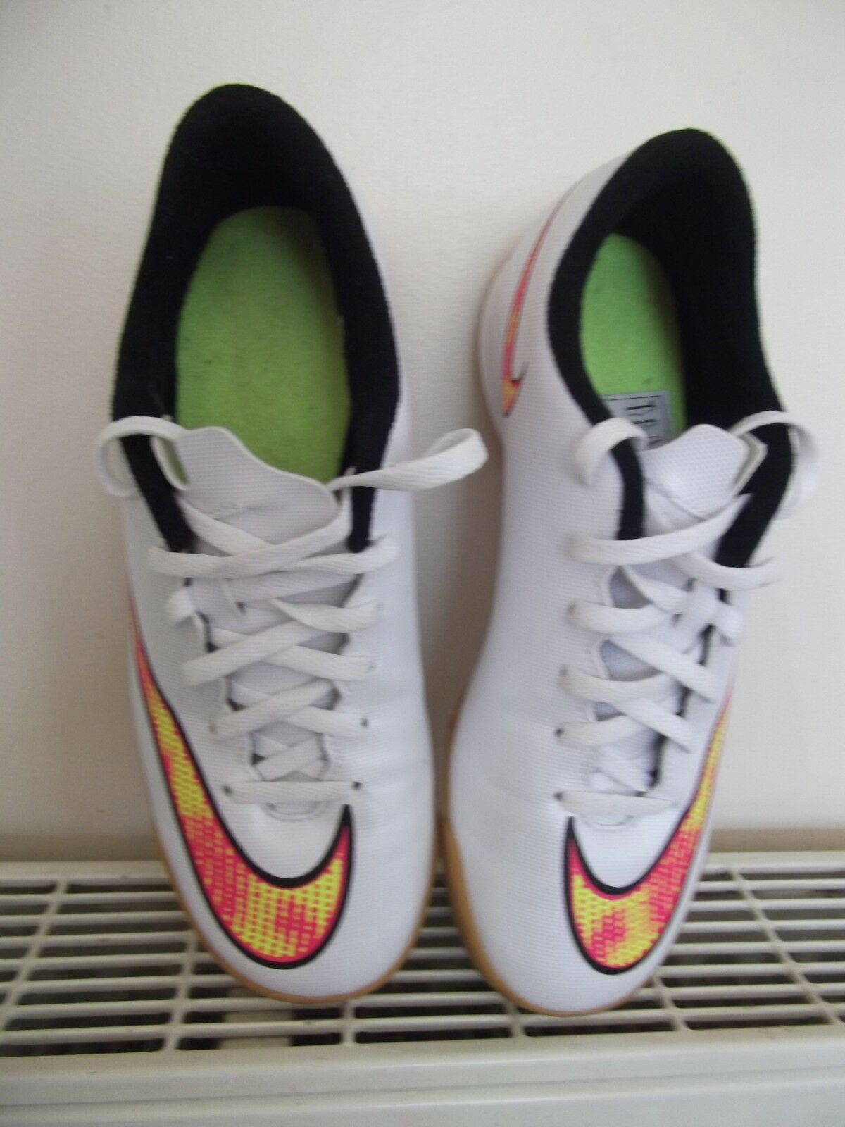 NIKE MERCURIAL WHITE TRAINERS FOOTBALL BOOTS ASTRO TURF - SIZE 6