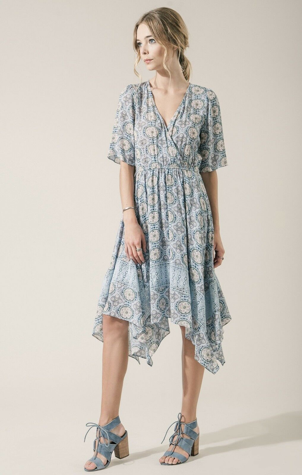 Moon River Women's Paisley Printed Dress with Lace Trim, Light bluee, Small NEW