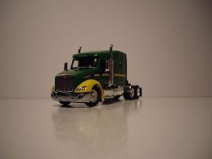 DCP 1/64 JD GREEN AND YELLOW PETERBILT 579 WITH MID ROOF SLEEPER