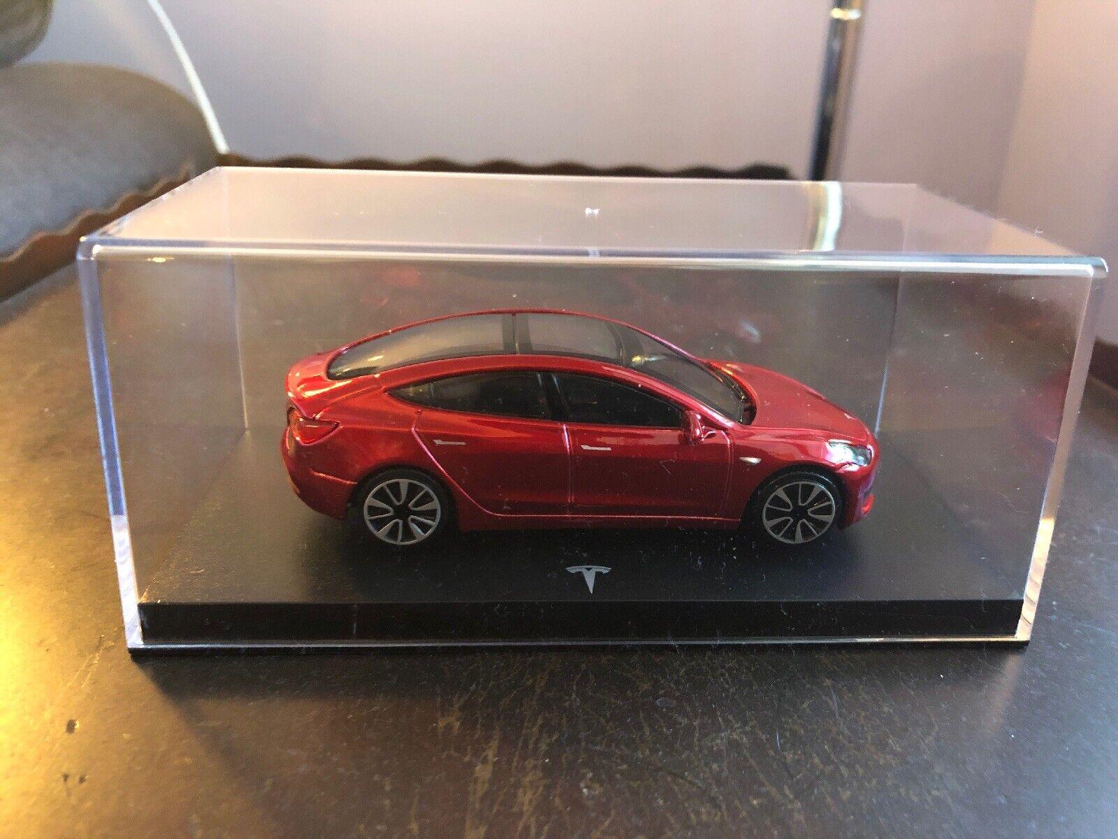 Antiguo modeloo Tesla 3  1  43, moldeado a escala, rojo.