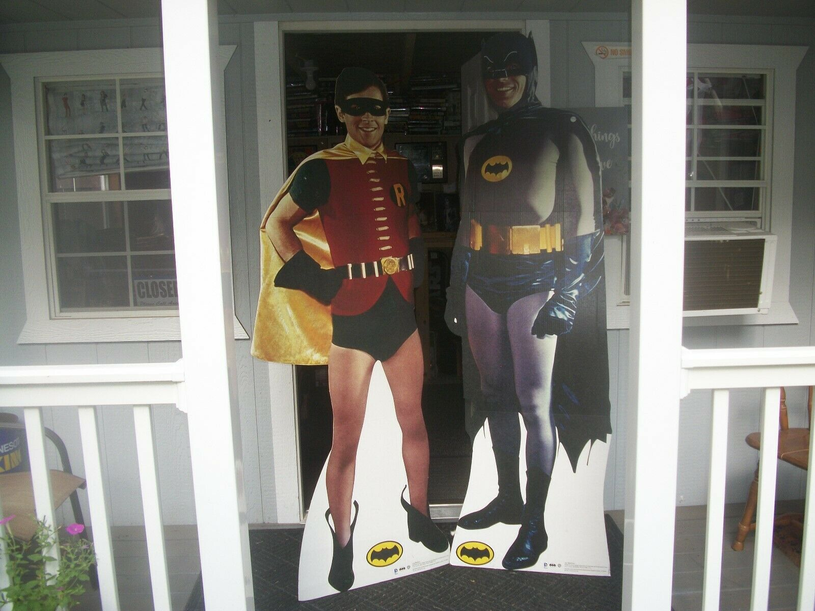 BATMAN AND ROBIN LIFEDimensione CARDBOARD STANDEES.  ''TO THE BATCAVE ROBIN   ''