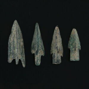 Ancient-Arrowheads-Barbed-Trilobate-Pyramid-Triblade-Patinaed-Weaponry-Lot-of-4