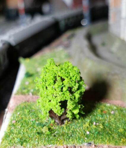 50 hellgrüne Büsche 25 mm hoch leichte Kugelform