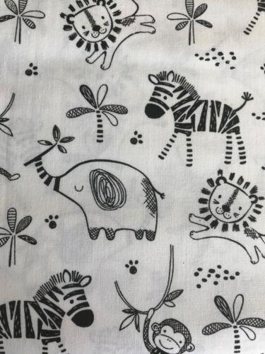 JUNGLE ANIMALS BLACK WHITE GREY 100/% cotton patchwork fabric SAFARI CENTRAL