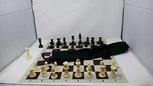 Astuccio-con-scacchi-e-scacchiera
