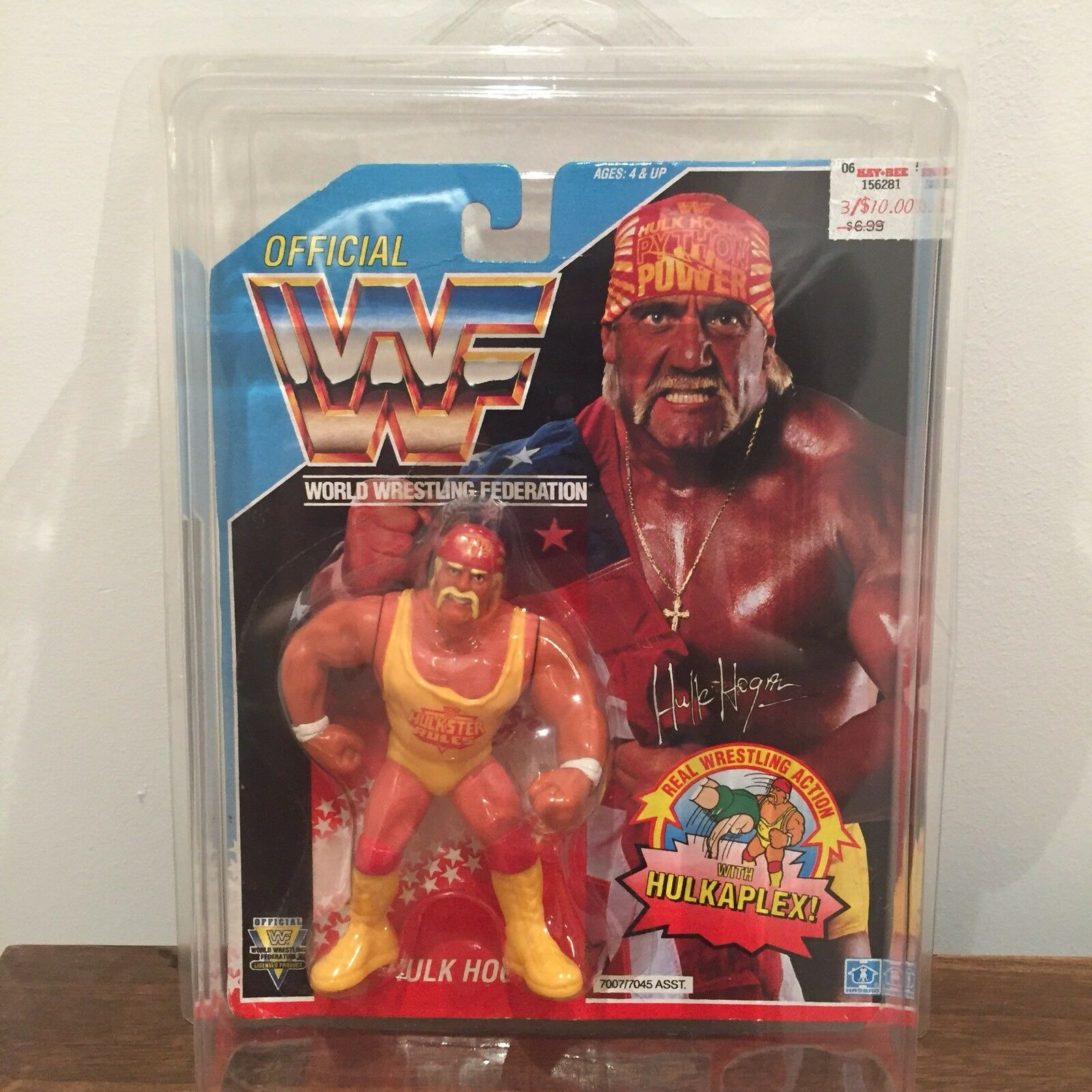 WWF WWE Hulk Hogan Vintage Hasbro Action Figure 1992 Series 3 MOC with case