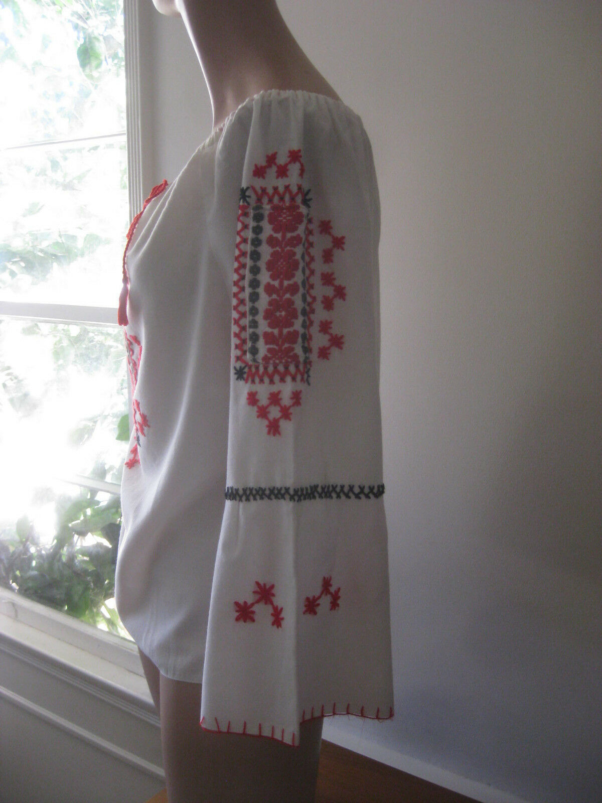 HUNGARIAN HAND Embroidered BLOUSE vintage - image 2