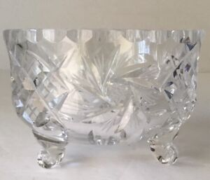 ABP-Pinwheel-Star-CrossHatch-3-footed-clear-Heavy-glass-crystal-candy-dish-VTG