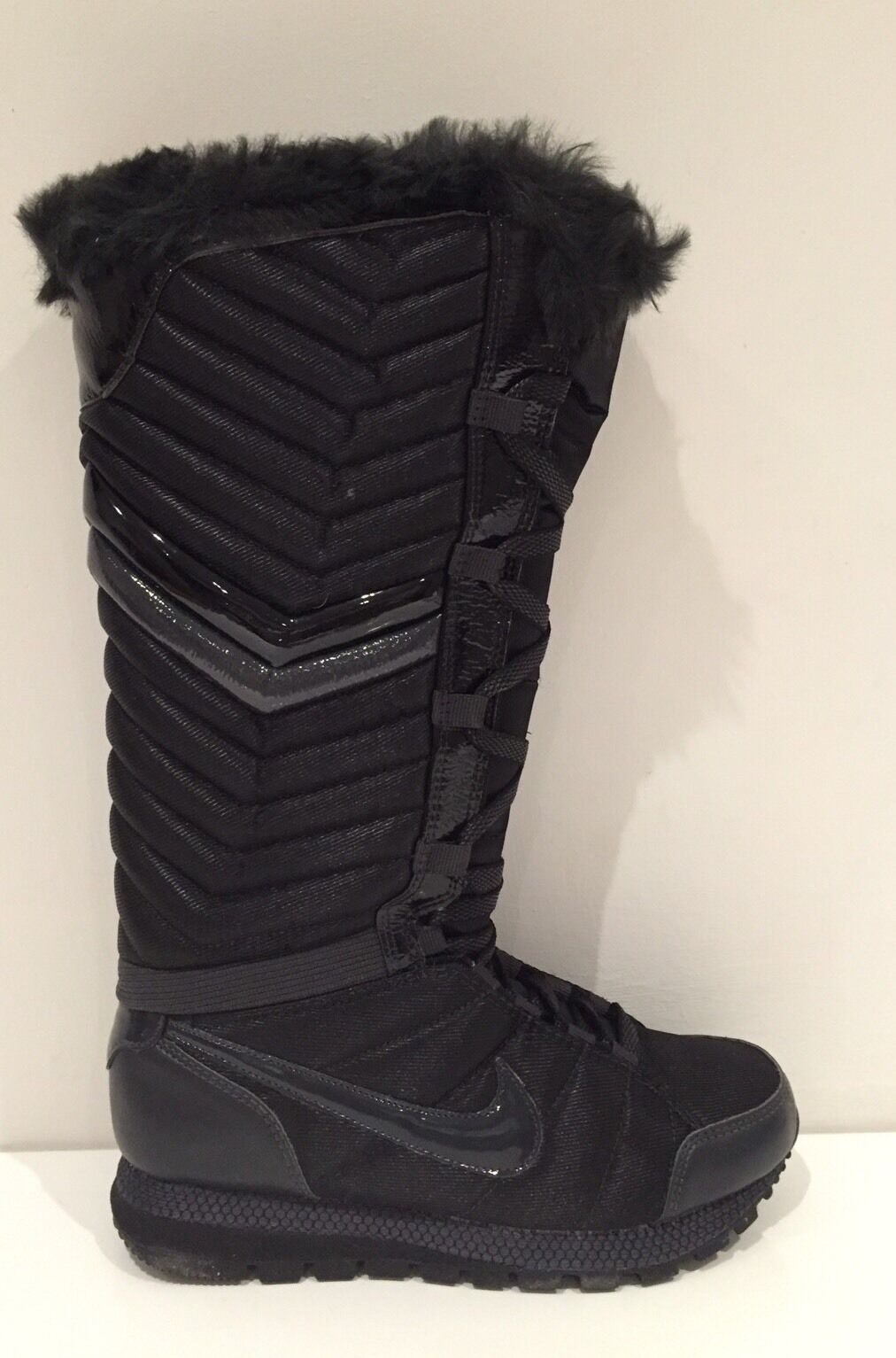 Nike Apres Ski High Größe 2.5 (uk) BNIB