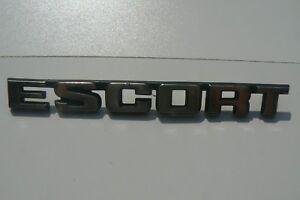 FORD-ESCORT-sigle-embleme-logo-insigne-monogramme-de-carrosserie-en-aluminium-1