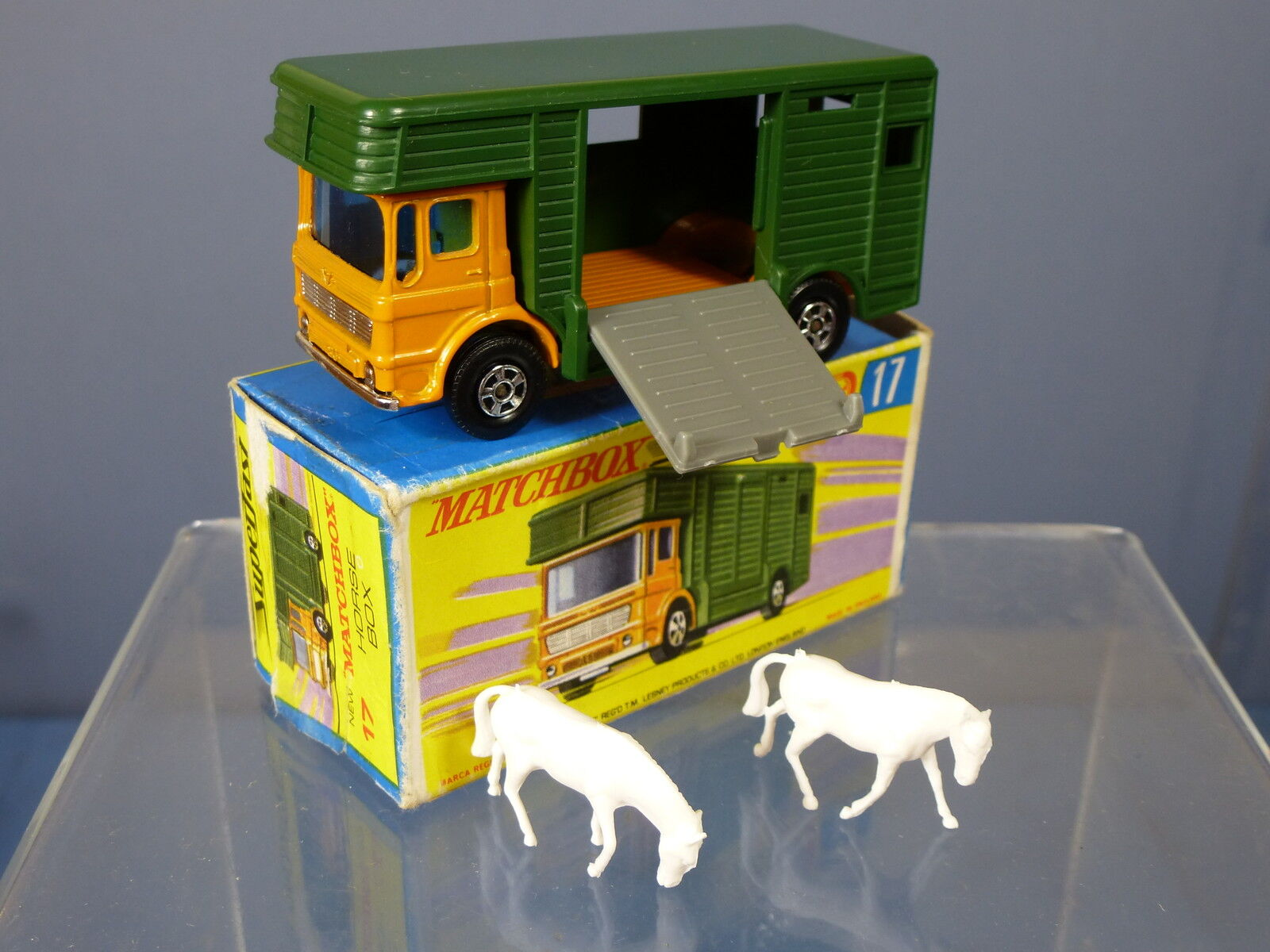 MATCHBOX SUPERFAST MODEL No.17e HORSE BOX WITH TWO HORSES  MIB
