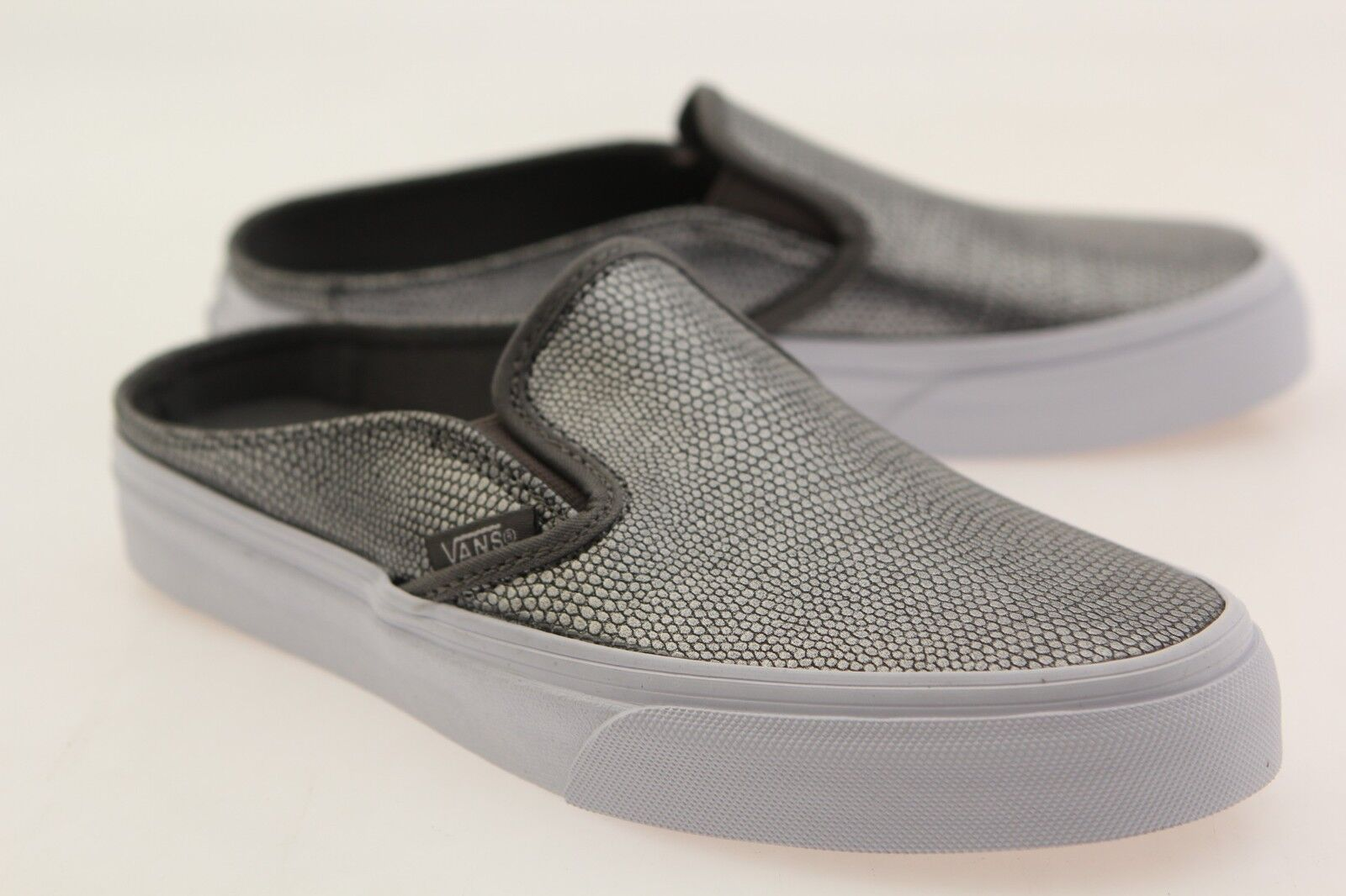 Vans Damens Classic Slip-On Mule - Embossed Leder gray true WEISS VN04KTIDQ