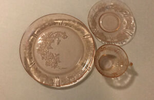 3-Pieces-Pink-Depression-Glass-Sharon-Cabbage-Rose-6-034-Saucer-amp-Cup-amp-9-Plate