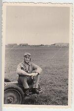 (N150) Orig. Foto 2.WK, Luftwaffe-Pilot auf Fliegerhorst, 1940er