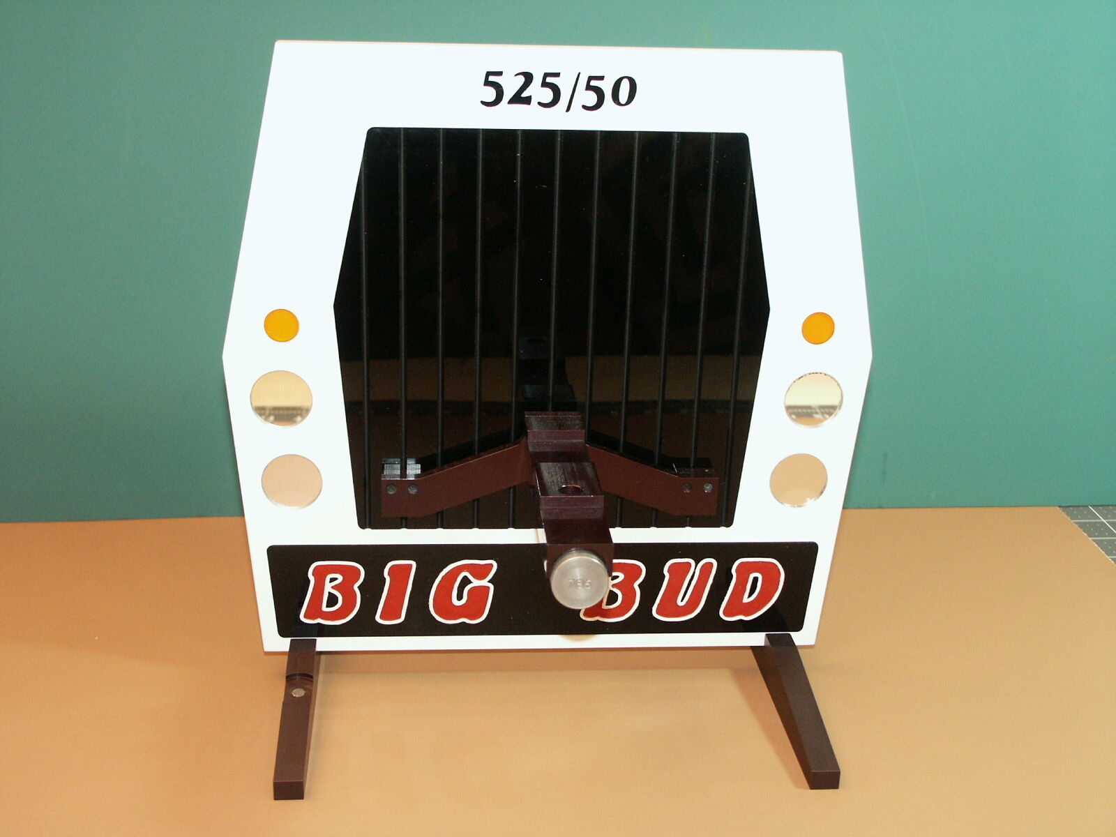 BIG BUD 525 50 Display Grill Unique Collectible Holds 1 32  Diecast Models