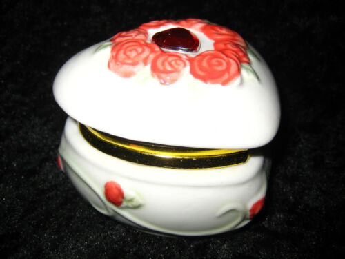 ADORABLE WHITE CERAMIC HEART TRINKET BOX W' LIGHT RED FLOWERS & GRN LEAVES NWT