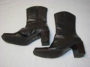 5-5-B-Liz-Claiborne-Ladies-Brown-Leather-Boots-Womens-Dark-Heels-Mid-Calf-Short