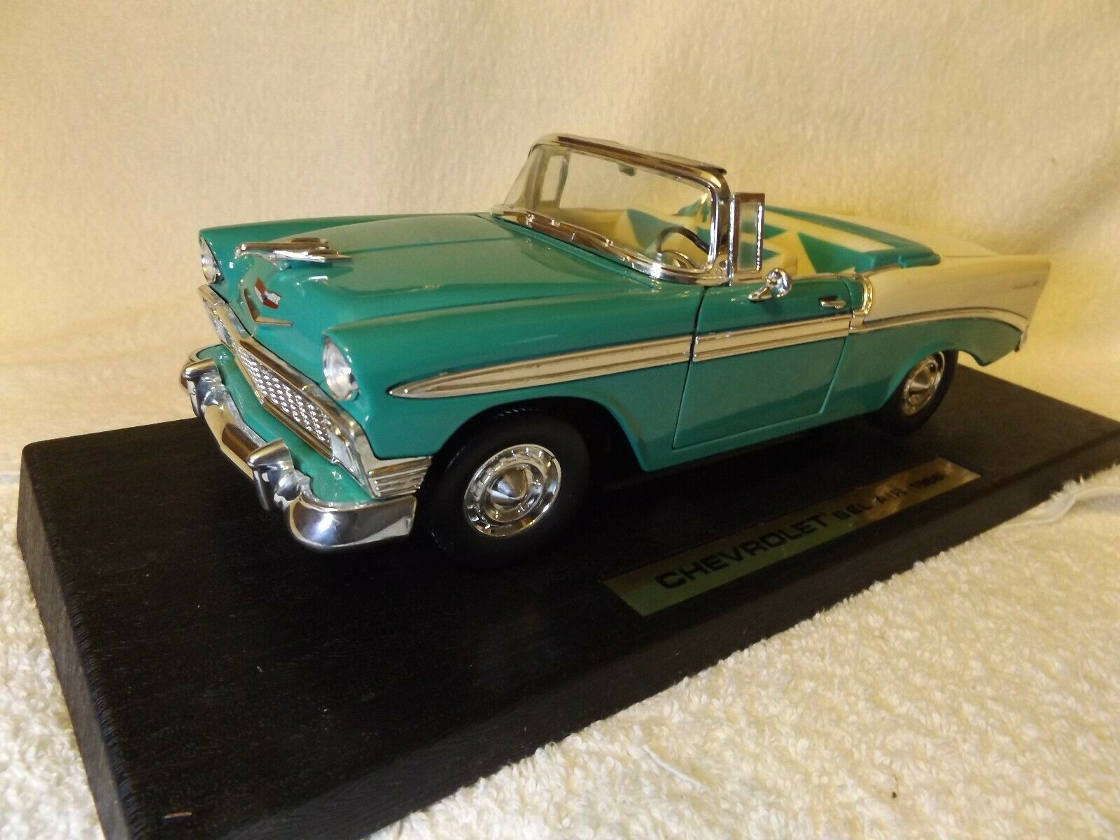 VINTAGE DIECAST--1956 CHEVY BEL AIR AIR AIR CONV--1 18 SCALE-11 1 2  LONG-by ROAD LEGEND 601a68