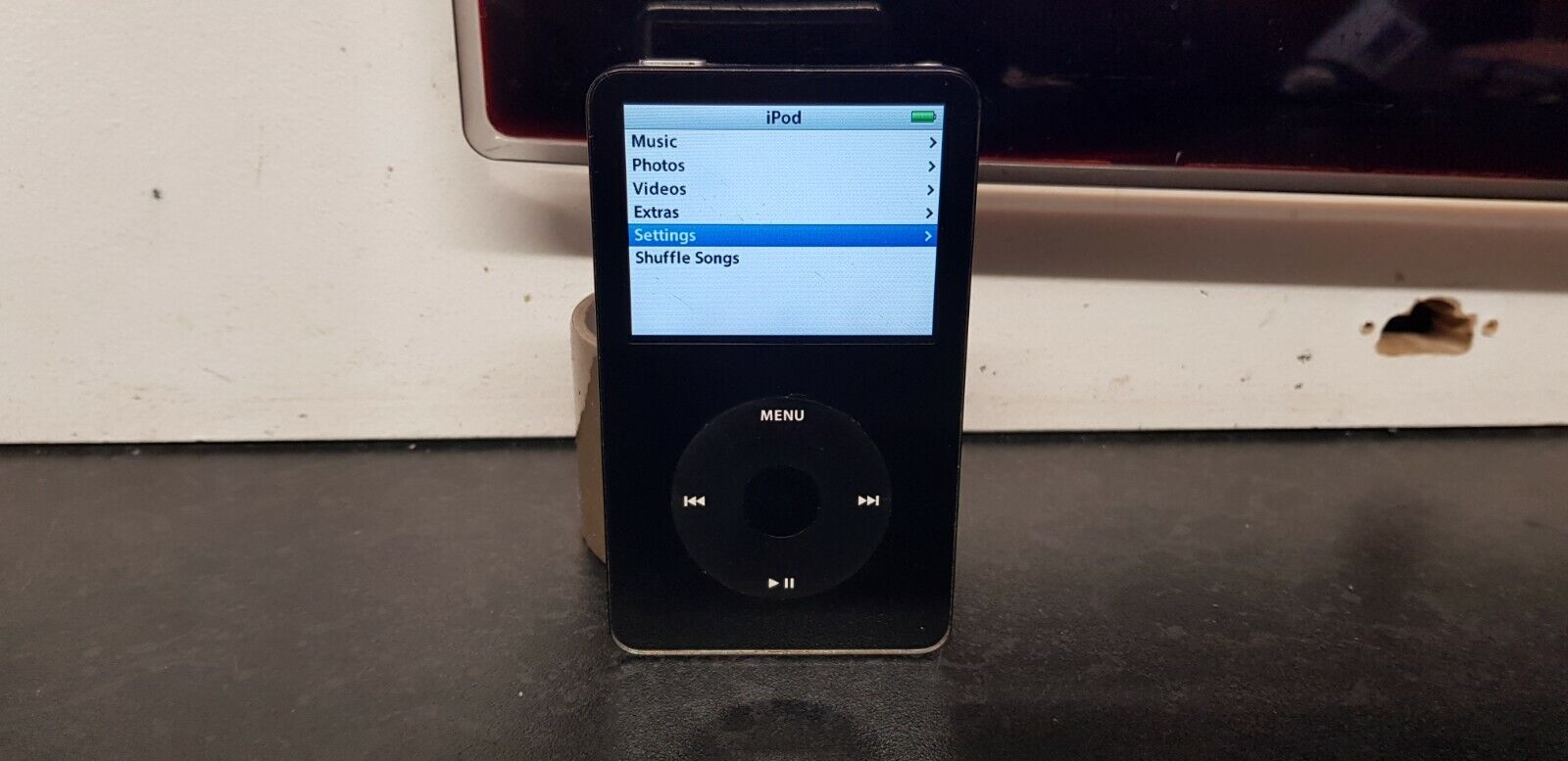 Apple iPod Classic Video A1136 5th gen 80gb Model #MA440LL, 3000 SONGS INCLUDED.