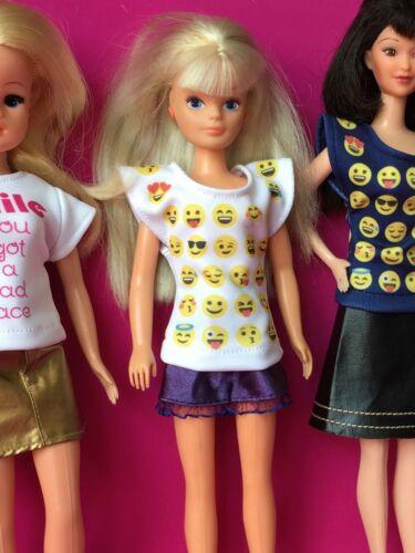 Shimmyshim T-shirt friendly Emoji Blu Bianco Lycra Fit Sindy Bambola Barbie 1:6
