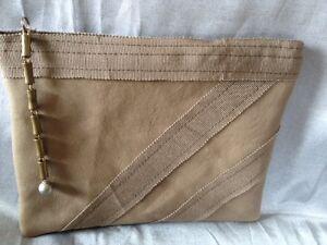 Pochette-plate-en-cuir-stretch-contrecolle