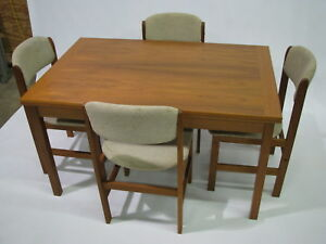 Benny-Linden-Danish-Modern-Style-Teak-Extension-91-034-Table-amp-Four-Chairs