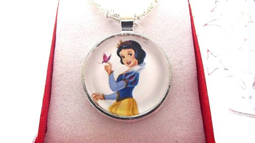 SNOW WHITE PRINCESS PENDANT NECKLACE STRONG 18 INCH GIFT BOX BIRTHDAY PARTY