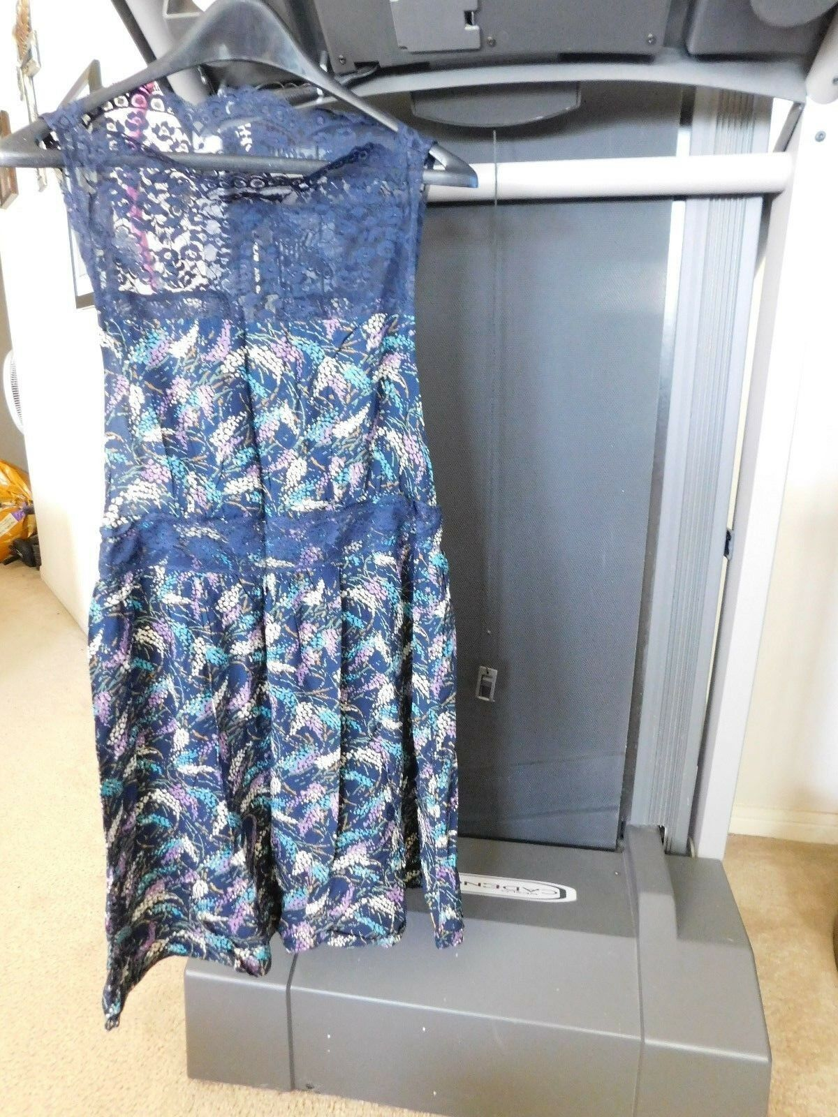 FREE  PEOPLE NAVY blueE OPEN SIDES  LACE DRESS SIZE  MEDIUM  NEW