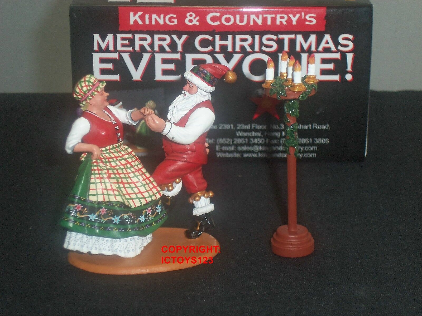 KING AND COUNTRY XM09-02 MR + MRS SANTA CLAUS DANCING CHRISTMAS METAL FIGURE SET