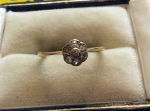 Lovely-Pretty-Ladies-Antique-18ct-Gold-Diamond-Daisy-Ring-Flower-Cluster-L-1-2