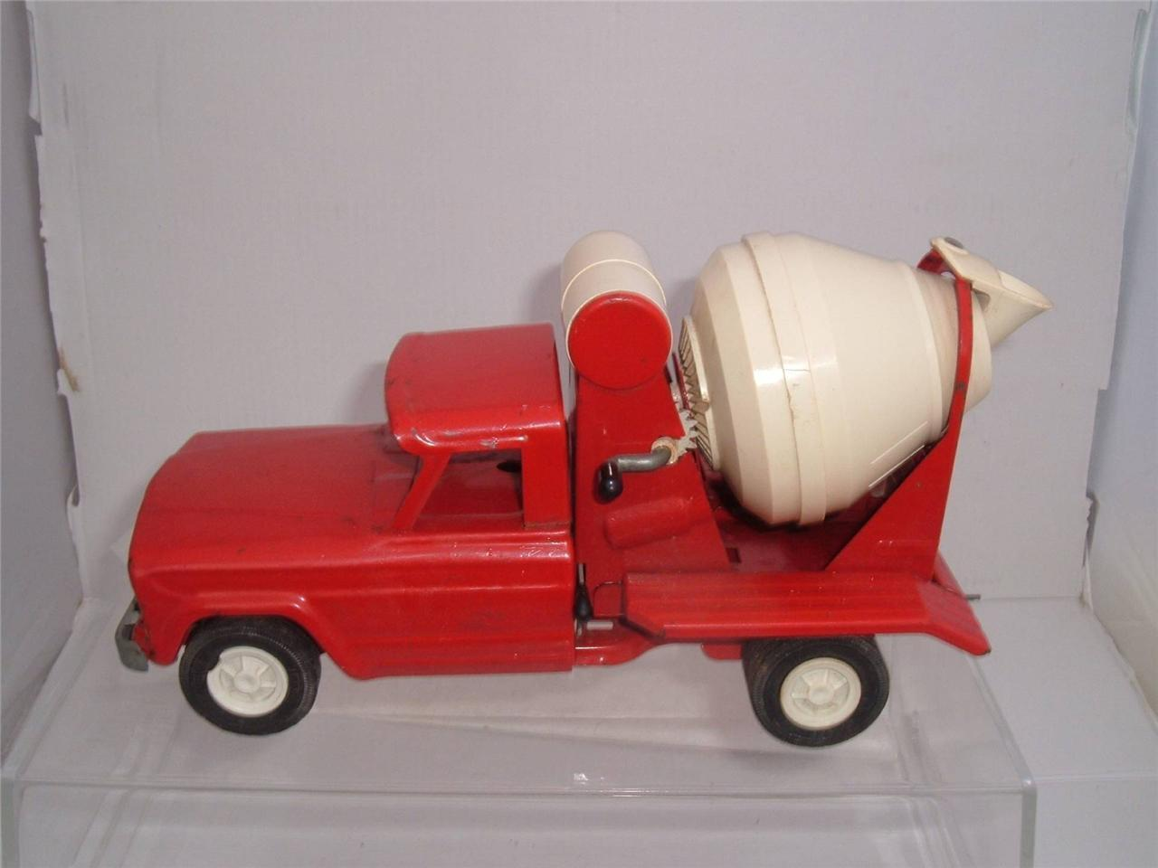 TONKA TOYS CEHommesT MIXER rouge  IN USED VINTAGE SCROLL DOWN FOR THE PHOTOS  Style classique